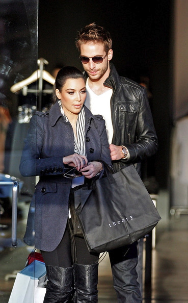 kim-kardashian-fall-fashion-trend-scarves-style-111510-14