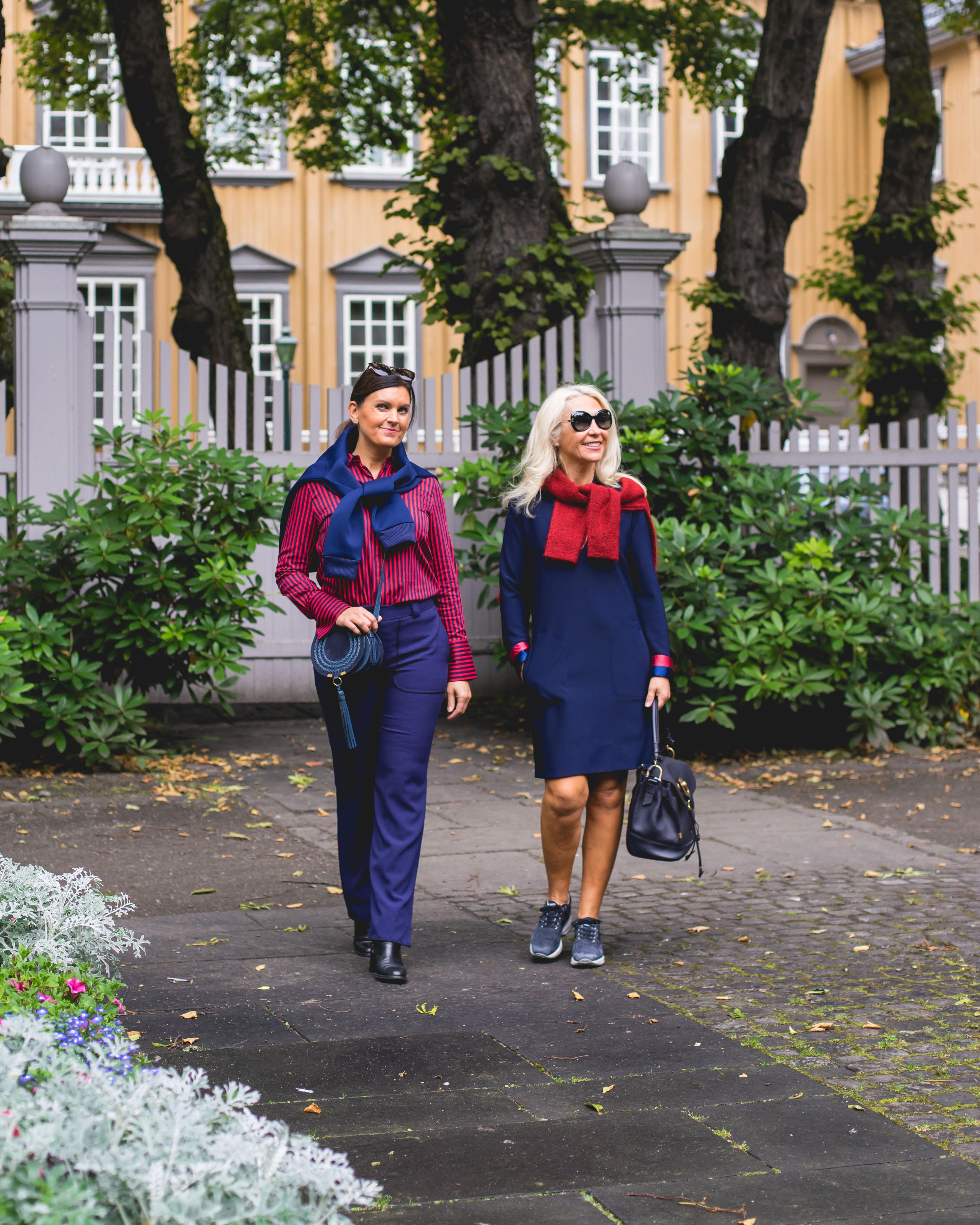 807dd8cc Enhver garderobe fortjener plagg som popper! Ingrid og Lisbeth viser frem  nyheter i rødt og blått fra By Malene Birger som passer perfekt på kontoret  og til ...