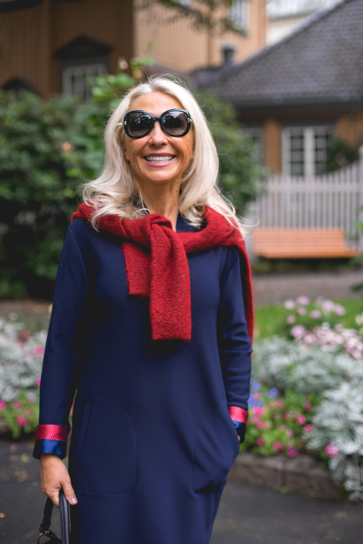 2e61dc97 Hun har stylet den med en nydelig rød strikk som også er fra By Malene  Birger. En romslig veske fra Chloè passer perfekt til alt man trenger å ha  med seg i ...